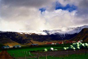 Bauernhof vor Gletscher