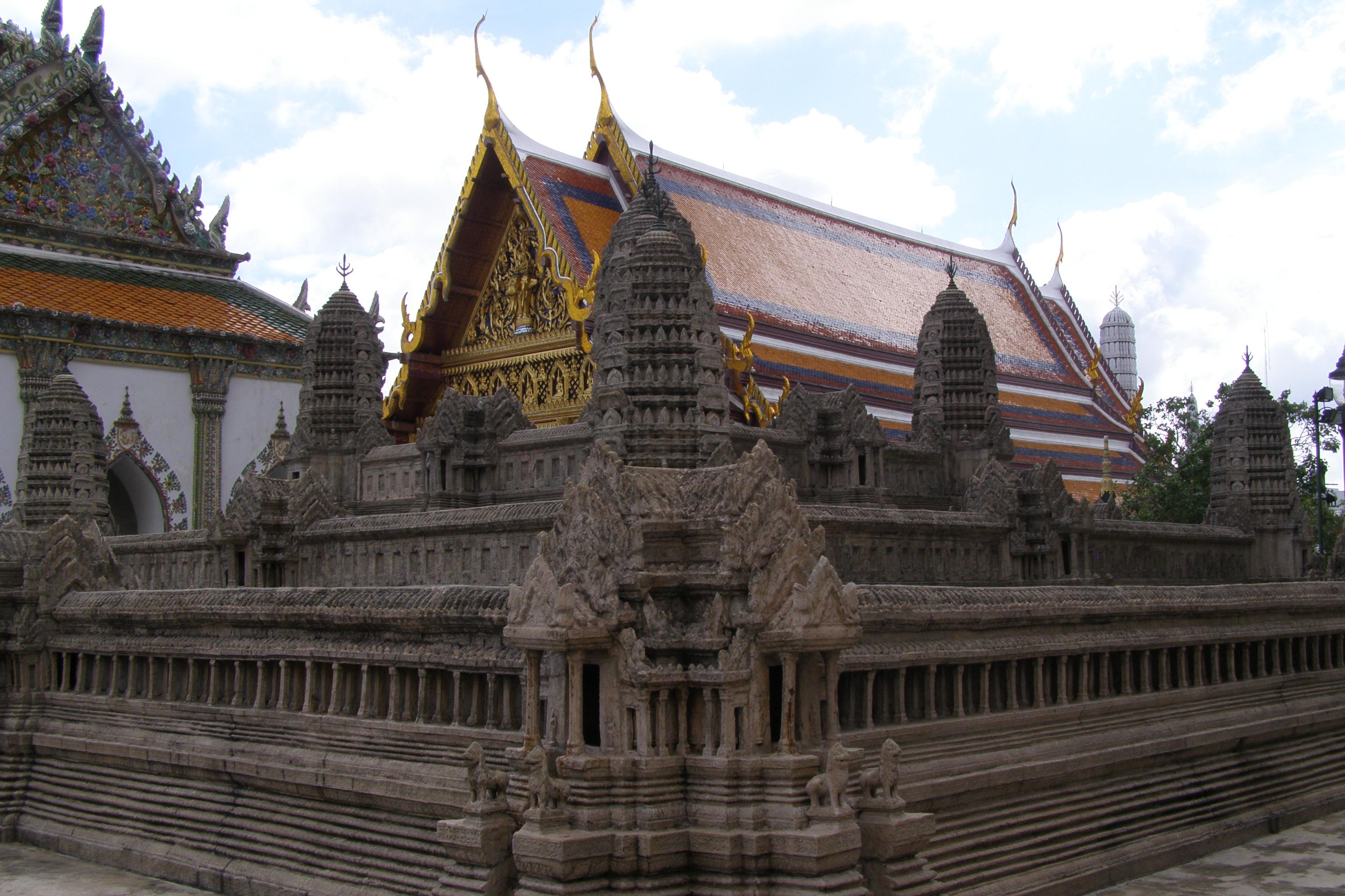 Wat Phra Kaeo - Miniatur Angkor Wat