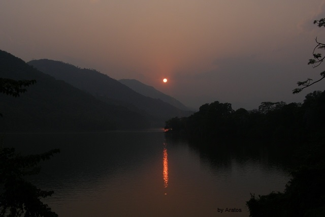Sonnenuntergang am Phewa Lake