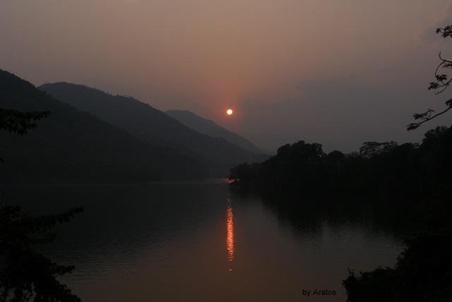 Sonnenuntergang am Phewa Lake
