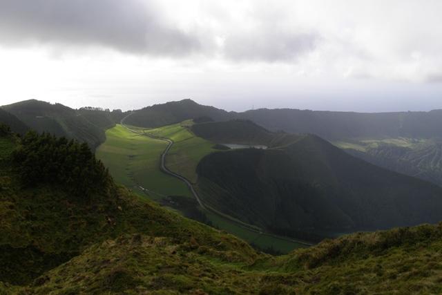 Kraterrand des Lago Azul & Lagoa Verde